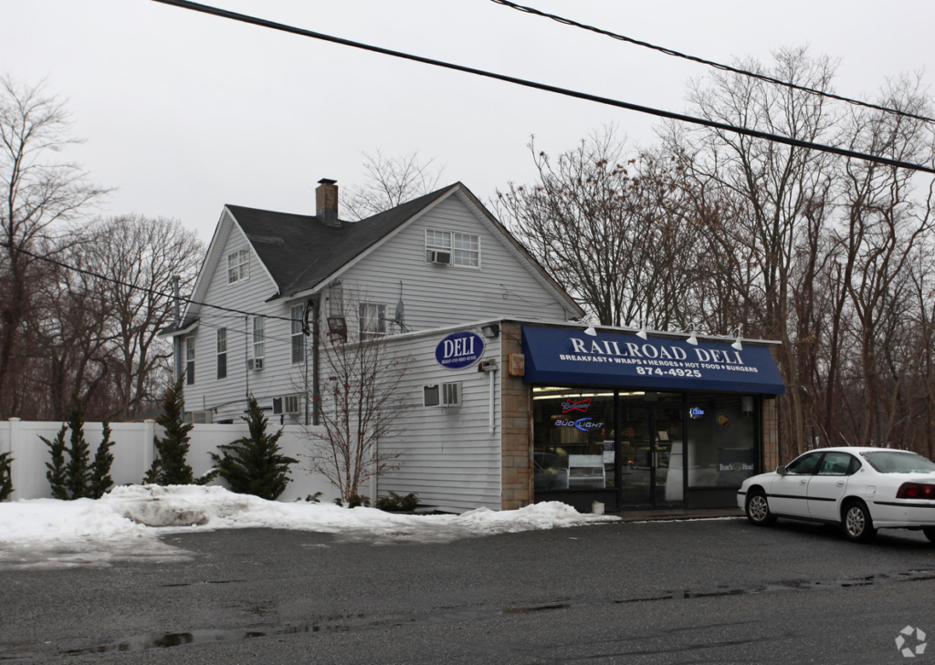 96-122 Railroad Ave, Center Moriches, NY Freestanding Retail Building