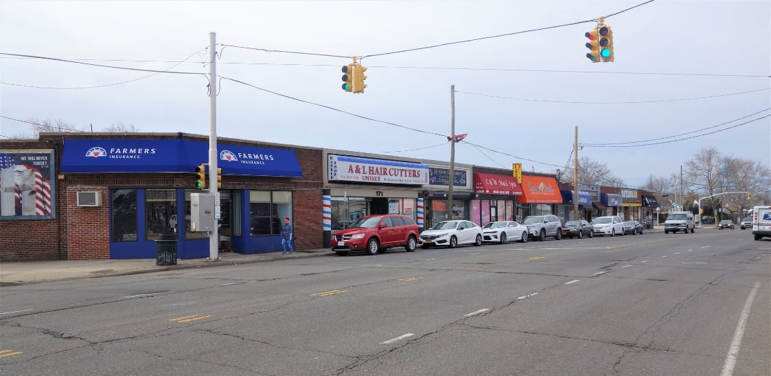 Image of Stores at Building For Sale in Franklin Square, NY